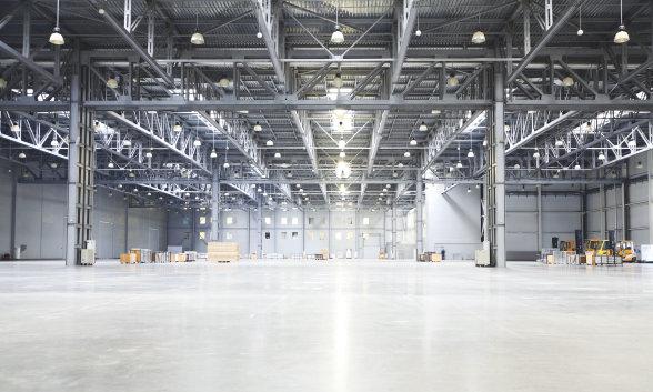Beleuchtung für Logistikbereiche, Produktionsstätten, Lagerhallen