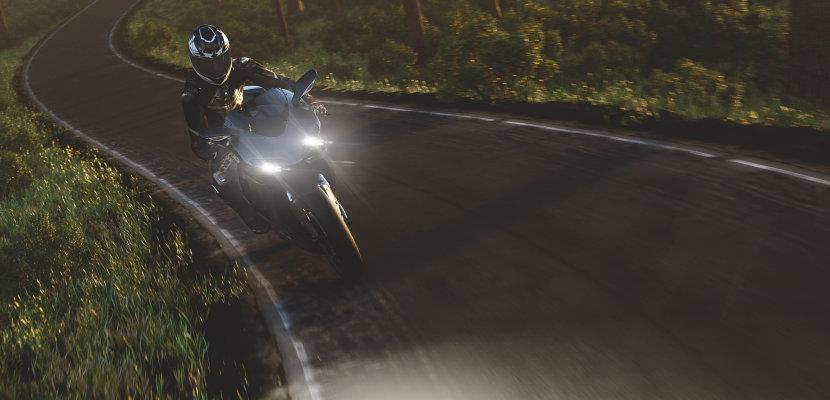 Motorrad mit stylishen Scheinwerferlicht
