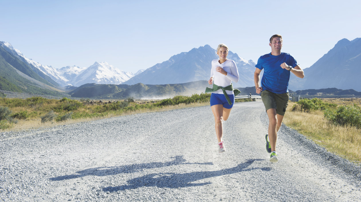 Application - Health Monitoring and Fitness Tracking - Runners in front of Mountain