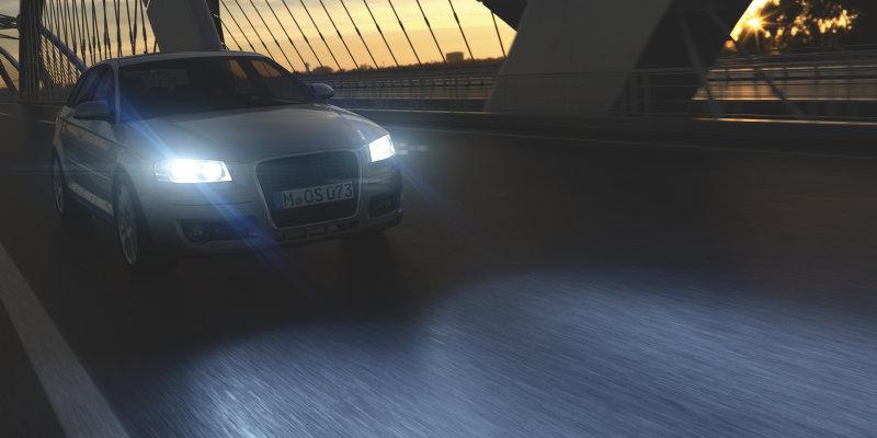 Fahrzeug mit gestylten Scheinwerfern