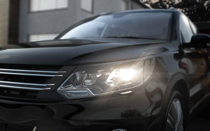 PKW mit XENARC ULTRA LIFE Fahrzeuglampen
