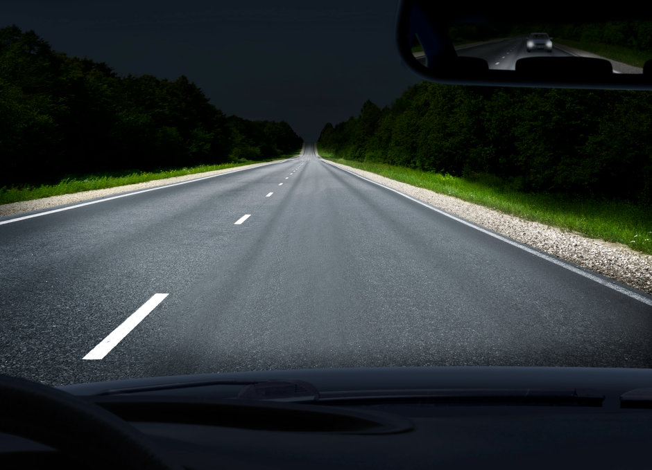 Eingesetzt als Lichtquelle für ein Zusatzfernlicht mit einer Reichweite von bis zu 600 Metern ermöglicht der PLPT9 450D_E A01, Straßen weiter auszuleuchten als herkömmliche Fernlichter und sorgt für mehr Sicherheit im Straßenverkehr.