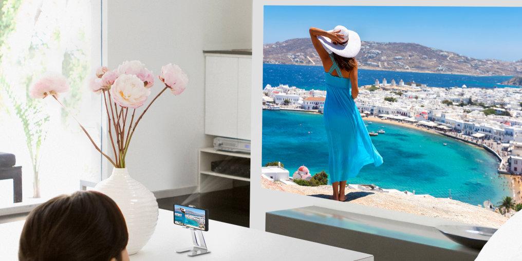 Neben dem Abspielen von Handyvideos auf einer ebenen Fläche ermöglichen RGB-Laser-Projektionen beispielsweise auch die großflächige Projektion von Urlaubserinnerungen.